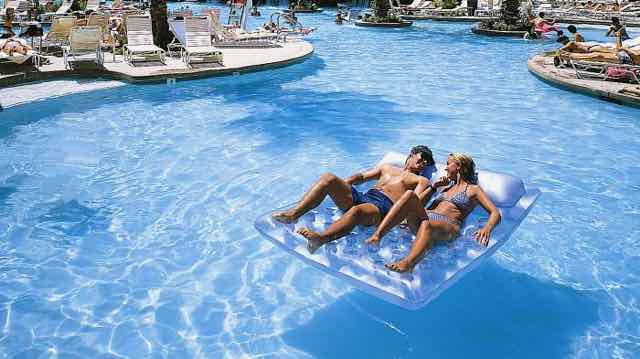 19 Best Pools in Las Vegas for Families